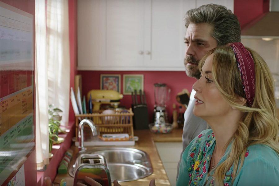 Martín Altomaro y Andrea Legarreta en 'Mamá se fue de viaje'. Crédito: Diamond Films.